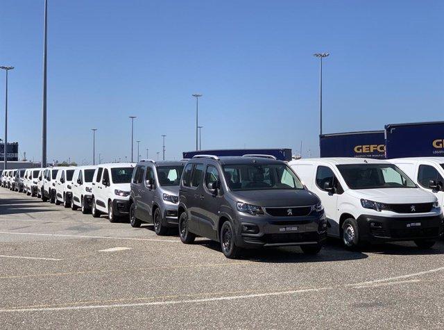Vehículos preparados para exportación en la planta del Grupo PSA en Vigo (Opel/Peugeot)