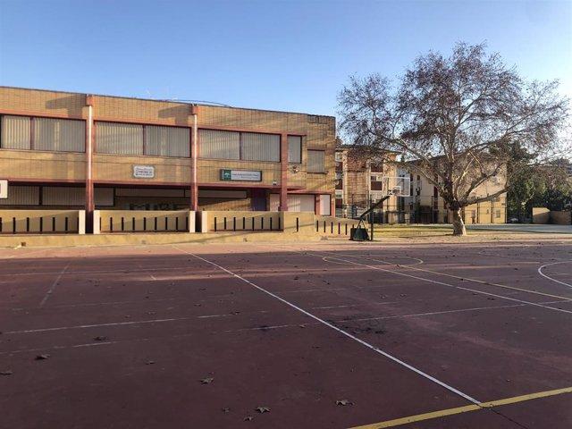 Un colegio en el Polígono Sur de Sevilla en una imagen de archivo.