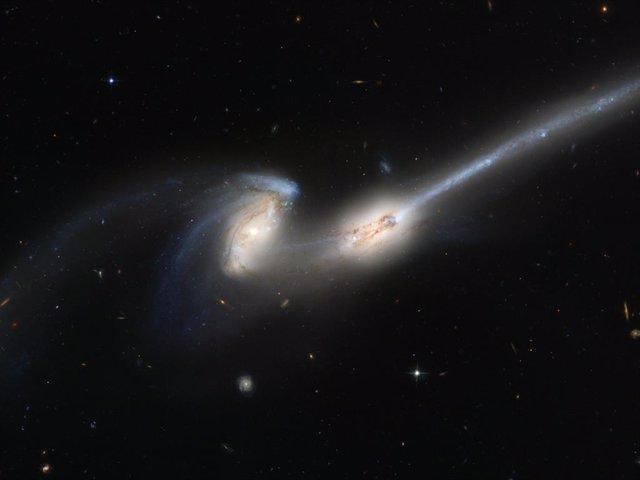 Las fusiones entre galaxias desencadenan actividad en su núcleo