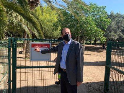 El Ayuntamiento de Murcia desinfecta los parques para garantizar la seguridad de las familias murcianas
