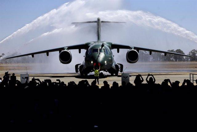 Un avión militar Embraer KC-390
