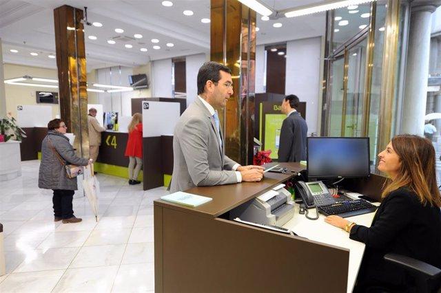 Bankia, Primer Banco En Granada Que Abre Por La Tarde Tras Poner En Marcha Su Primera Oficina Ágil