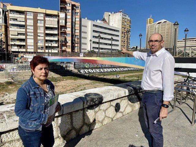 Paqui Macias y Eduardo Zorrilla en una imagen de archivo en el puente del CAC