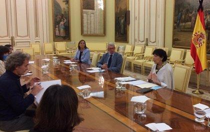 """Isabel Celaá se reúne con Fernando Simón para """"preparar el próximo curso en las mejores condiciones de seguridad"""""""