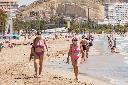 Playas de Alicante inician la apertura en el primer día de la fase 2 con las restricciones sanitarias oportunas