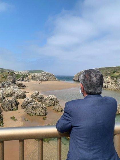 """Revilla espera que Cantabria pueda salvar el verano """"en parte"""""""
