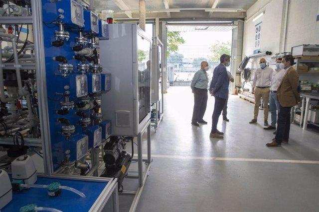 El vicepresidente del Gobierno Pablo Zuloaga, visita la empresa Apria System
