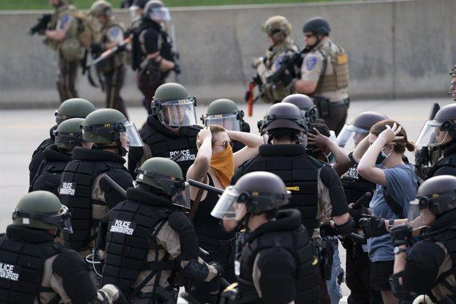 EEUU.- Registran más de 60 ataques contra periodistas durante las protestas por