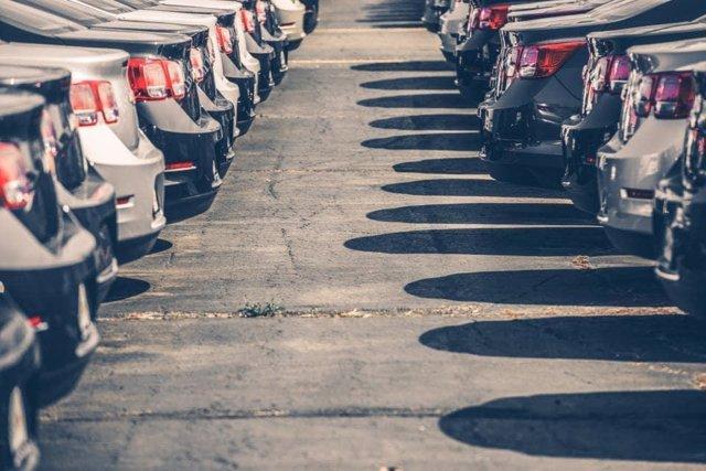Imagen de coches aparcados.
