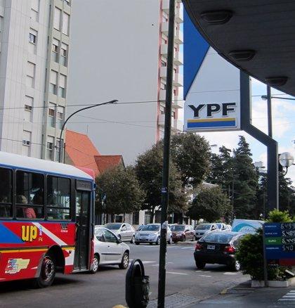 YPF niega que tenga previsto suspender o despedir a sus empleados