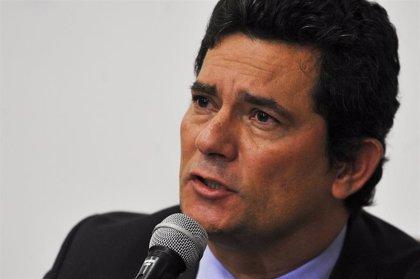 """Moro advierte de que Bolsonaro quiere flexibilizar las leyes de armas para """"promover una rebelión armada"""" en Brasil"""