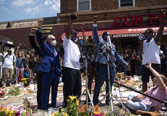 AMP.- EEUU.- La autopsia oficial del fallecimiento de George Floyd revela que mu