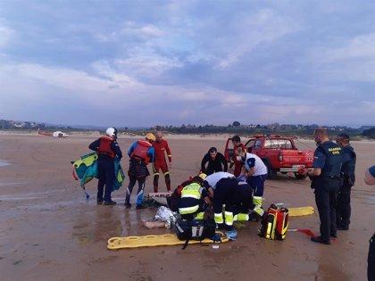 Rescatado un menor preahogado en la playa de Oyambre