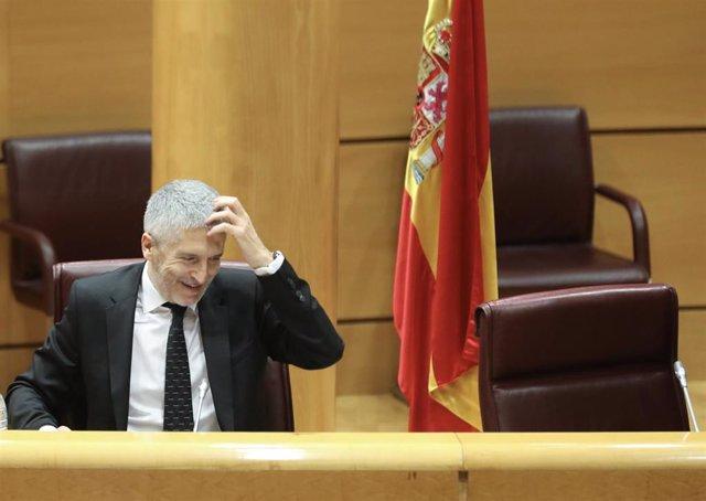 """Marlaska reprocha que se hable de ETA como """"si siguiera viva"""" y defiende las visitas a etarras cuando hay justificación"""