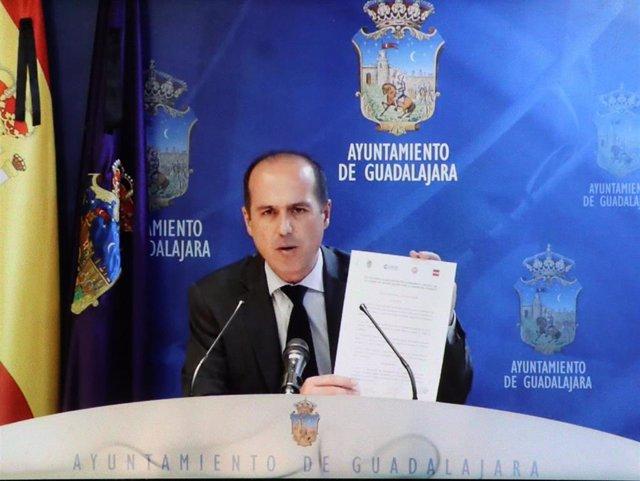 El alcalde de Guadalajara, Alberto Rojo, en rueda de prensa.
