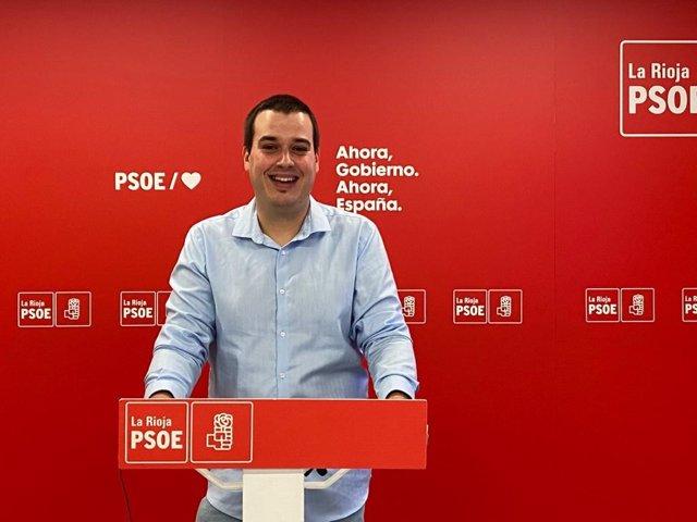 El portavoz del Grupo Parlamentario Socialista en materia de Universidad, Roberto García, en comparecencia de prensa