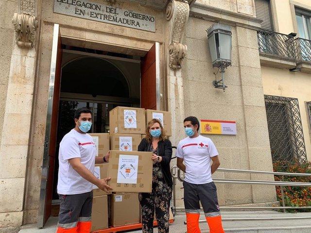 Distribución de mascarillas del Gobierno central entre Cruz Roja, Cáritas y Cermi Extremadura