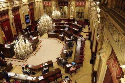 Thomàs suspende el pleno y convoca a la Mesa por la negativa de tres diputados a abandonar la sala para poder votar