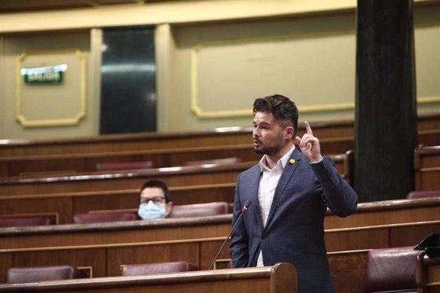 El portavoz de ERC, Gabriel Rufián, durante su intervención en el pleno de control al Gobierno centrado en las medidas post-COVID 19, la derogación de la reforma laboral y la destitución por parte del ministro del Interior, Fernando Grande-Marlaska, del c