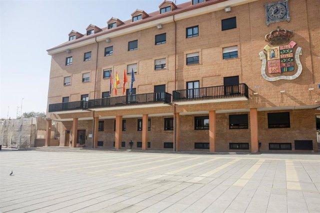 Imagen de la fachada del Ayuntamiento de Móstoles (Madrid), al mando del que está la alcaldesa Noelia Posse