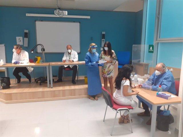 La delegada de Justicia en Málaga, Nuria Rodríguez, en una visita a las instalaciones del Instituto de Medicina Legal y Ciencias Forenses