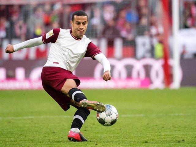 Fútbol.- Thiago vuelve a entrenar con el Bayern y podría reaparecer ante el Leve