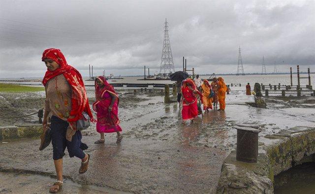 India.- Evacuadas 10.000 personas en el oeste de India mientras Bombay se prepar