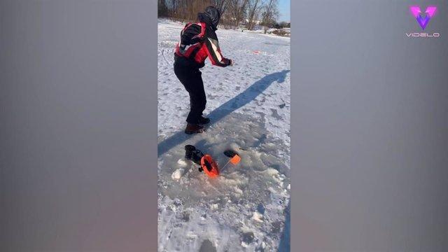 Sacan por error a una rata gigante del hielo durante una jornada de pesca