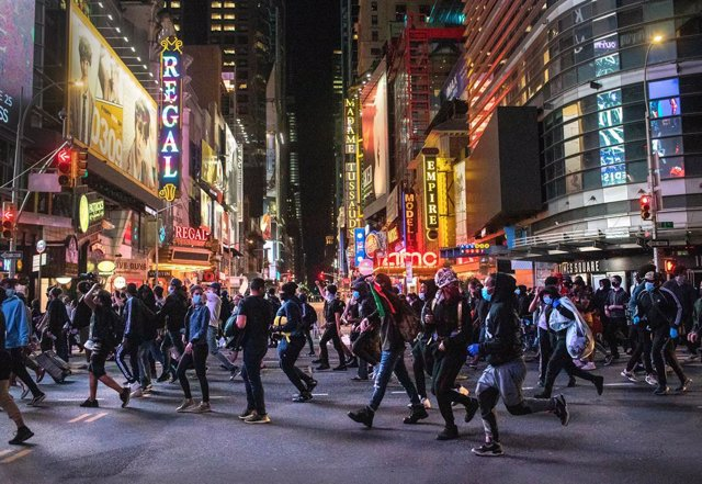 EEUU.- El alcalde de Nueva York mantiene durante toda la semana el toque de qued