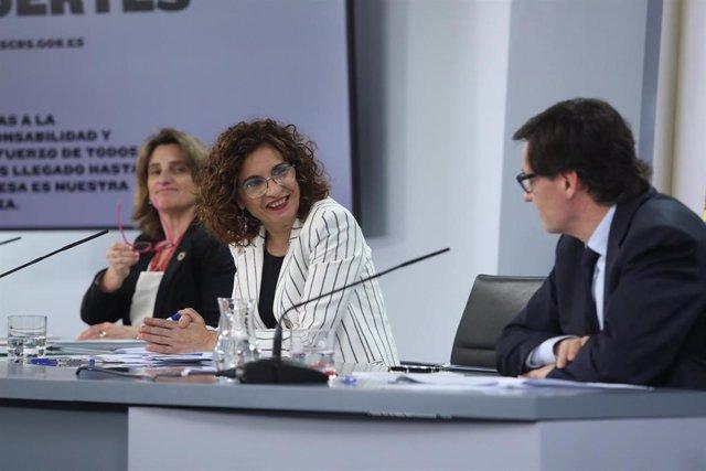 Comparecencia en rueda de prensa posterior al Consejo de Ministros de la vicepresidenta para la Transición Ecológica, Teresa Ribera; la de Hacienda, María Jesús Montero; y el de Sanidad, Salvador Illa, en Madrid (España), a 2 de junio de 2020.