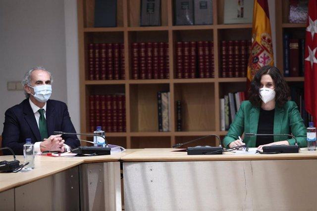 La presidenta de la Comunidad de Madrid, Isabel Díaz Ayuso, preside la reunión con representantes sanitarios para tratar sobre la situación por el COVID-19, con la presencia del consejero de Sanidad, Enrique Ruiz Escudero.