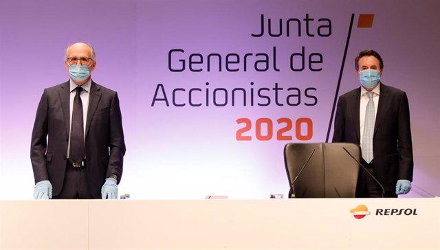 El presidente de Repsol, Antonio Brufau, y el consejero delegado, Josu Jon Imaz, en la junta de accionistas 2020