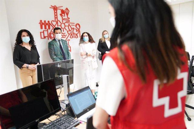 El presidente de la Junta de Andalucía, Juanma Moreno, en la presentación del Programa de Garantía Alimentaria.