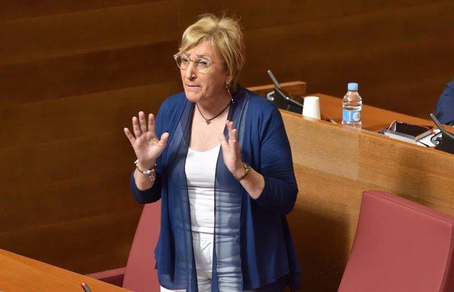La consellera Ana Barceló en una intervención en Las Corts en imagen de archivo