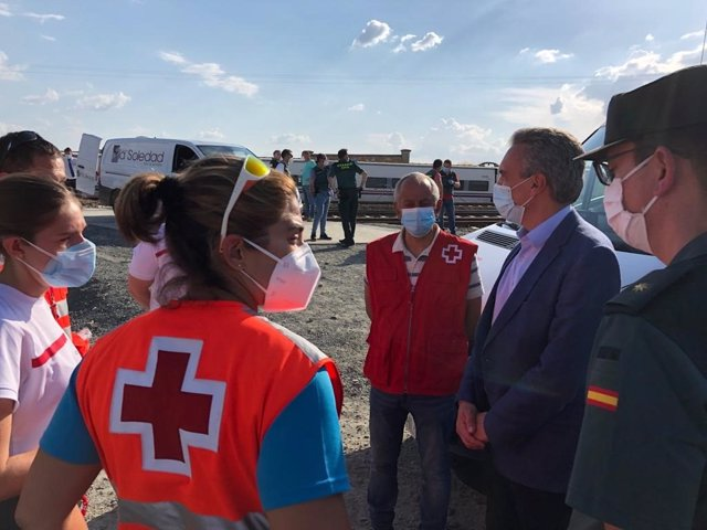 El delegado del Gobierno en Castilla y León, Javier Izquierdo, en el lugar del accidente.