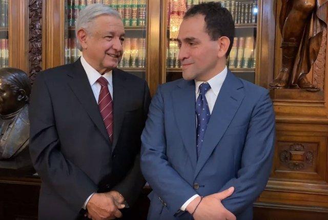 López Obrador junto al secretario de Hacienda de México, Arturo Herrera