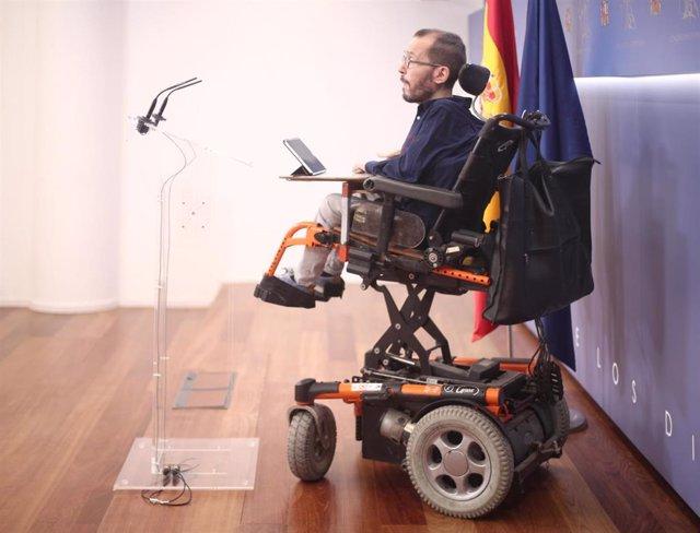 El portavoz de Unidas Podemos en el Congreso, Pablo Echenique, en ruda de prensa tras la Junta de Portavoces del Congreso.