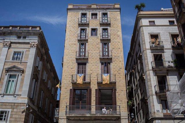 Un edifici del centre de Barcelona/Catalunya (Espanya) a 4 de maig de 2020.
