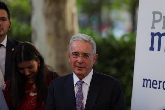 El ex presidente de Colombia, Álvaro Uribe, durante la entrega de los premios Merca2 en Madrid.