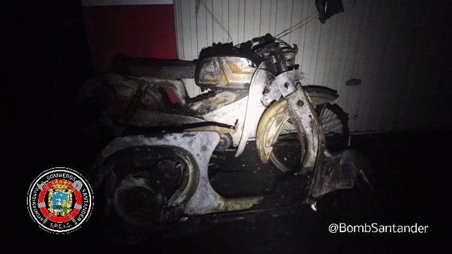 Moto afectada por el incendio