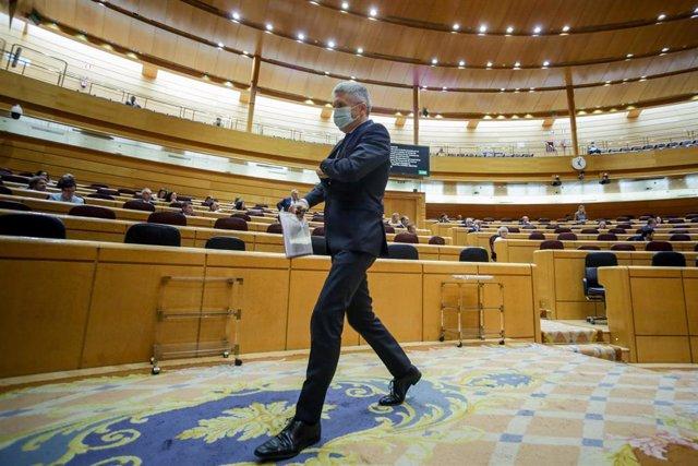 El ministro del Interior, Fernando Grande-Marlaska, a su salida del pleno en el Senado en el que se cuestionan, entre otros asuntos, los costes del Ingreso Mínimo Vital y Ley de dependencia; la Proposición de Ley por la que se modifica la Ley 19/2007, de