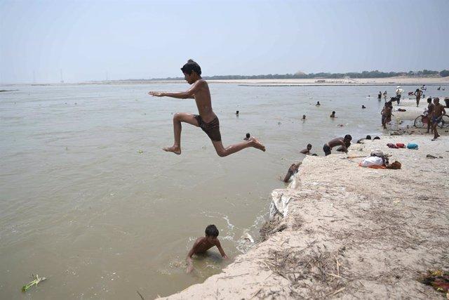 Coronavirus.- India supera los 200.000 casos de coronavirus tras un nuevo récord