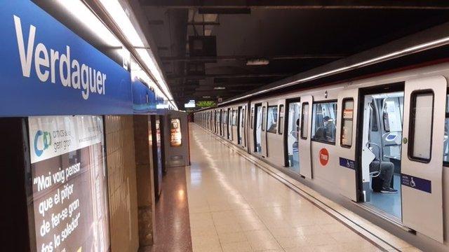 L'estació de Verdaguer de la L5 del Metre de Barcelona durant l'estat d'alarma pel coronavirus