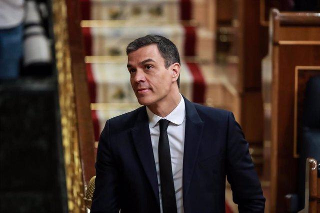 El presidente del Gobierno, Pedro Sánchez, se dirige a comenzar su intervención en la sesión en la que se ejercerá el control al Gobierno y se tratará la sexta prórroga del estado de alarma por la crisis del Covid-19. En Madrid, a 3 de junio de 2020.