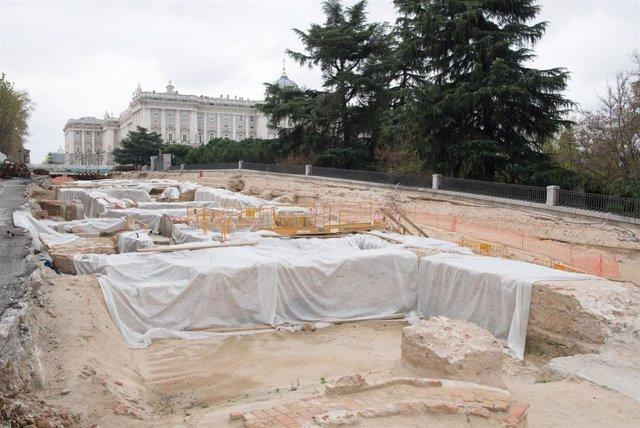 Obras en los alrededores de la Plaza de España de Madrid para comunicar peatonalmente Plaza España con Madrid Río, el Palacio Real y la Gran Vía