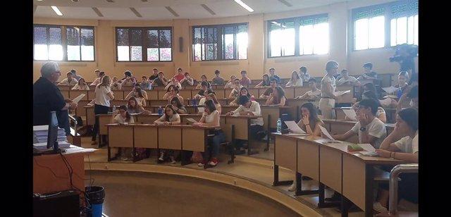 """Los estudiantes extremeños afrontan con """"nervios"""" la EBAU porque se juegan el """"f"""