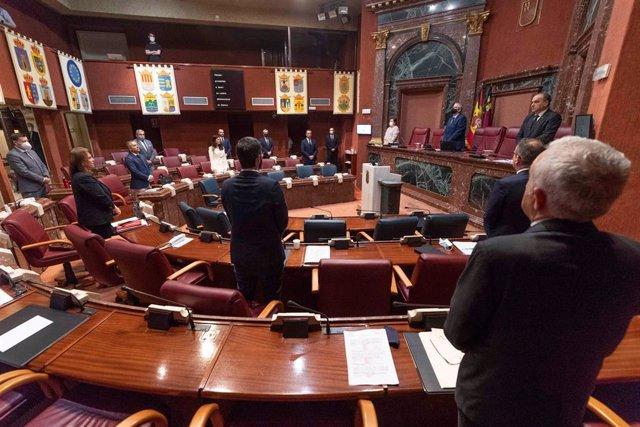 Imagen de la sesión plenaria de este miércoles en la que se debaten iniciativas presentadas por los cinco grupos parlamentarios