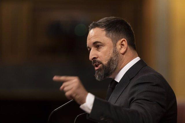 El presidente de VOX, Santiago Abascal, interviene desde la tribuna durante la sesión del Congreso en la que se ejercerá el control al Gobierno y se tratará la sexta prórroga del estado de alarma por la crisis del Covid-19.