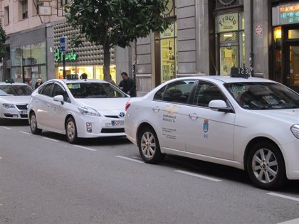 El sector del taxi pide a Oviedo, Gijón y Avilés que se reúnan para regular temporalmente la actividad