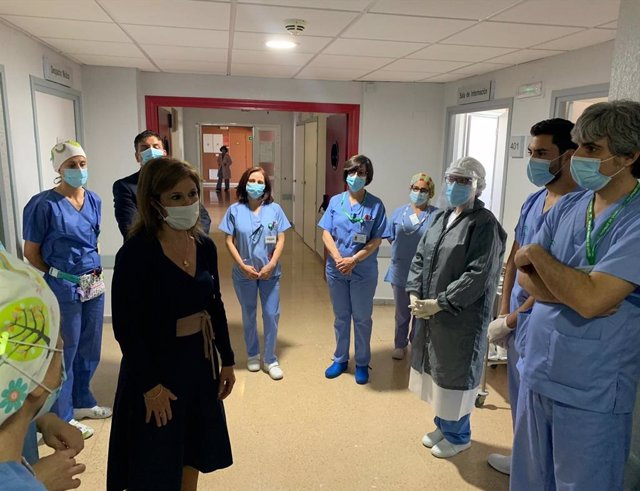 La delegada territorial, Trinidad Rus, en su visita a los centros de salud de Úbeda.